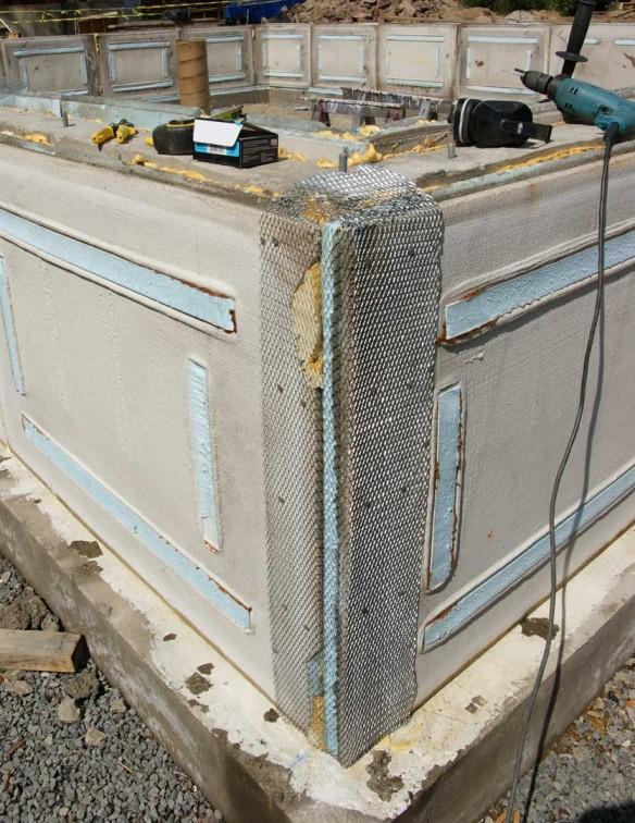 Parging house foundation garage stem wall forms design for Foam basement forms