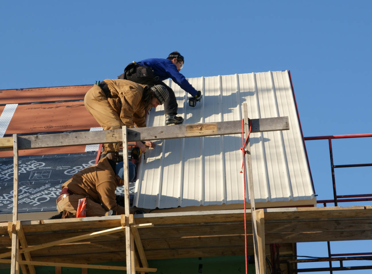Metal Roofing Systems Installation : Installing the metal roof design construction of