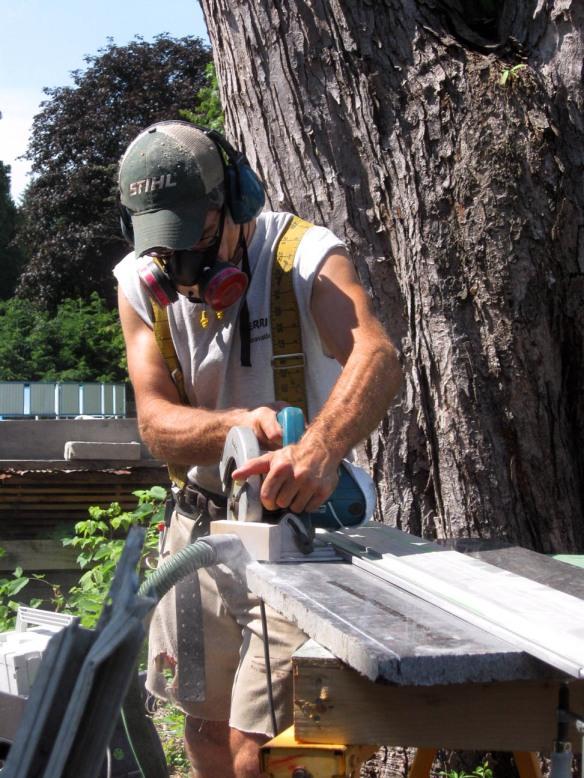 Cutting stone threshold less dust
