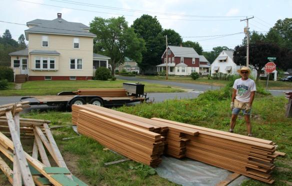 Unloading siding